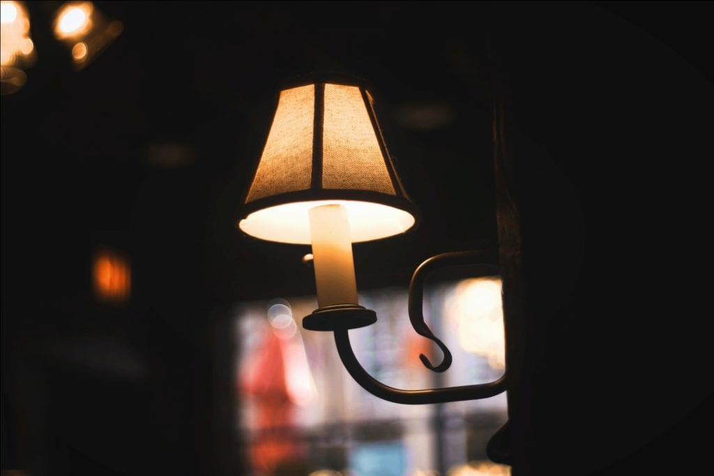 Signs you need repairs for vintage lamps